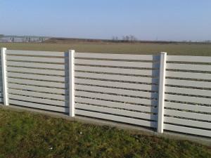 S plastovým plotem budete spokojeni /