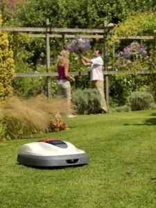 Robotická sekačka najde uplatnění i ve vaší zahradě /